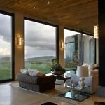 30 floor to ceiling windows with natural light architektur