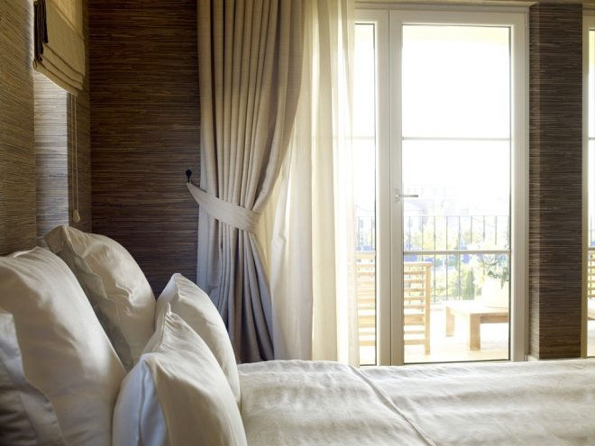 cool and nice single white bedroom curtain for double white wooden