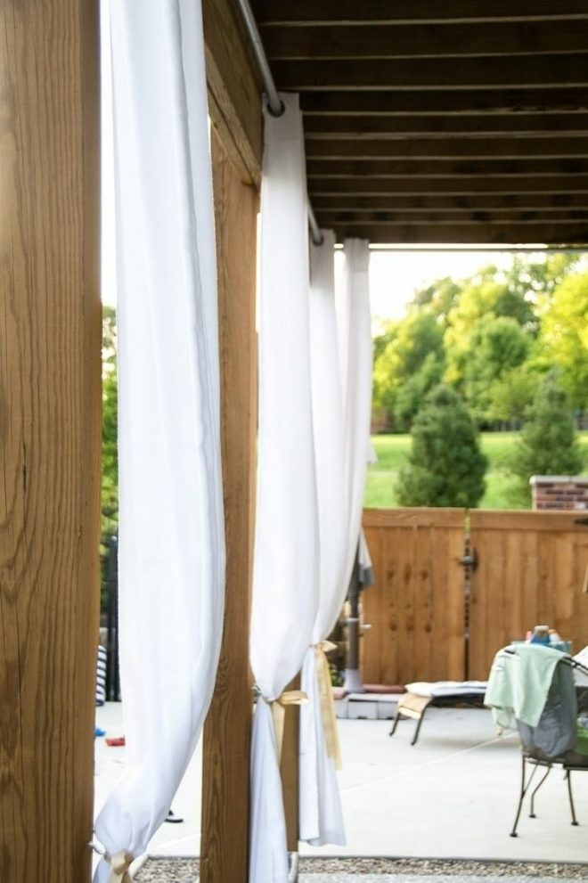 covered patio with curtains for more privacy diy terrasse