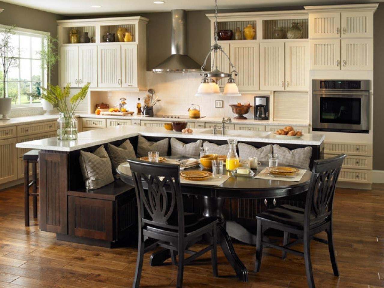 eat in kitchen furniture