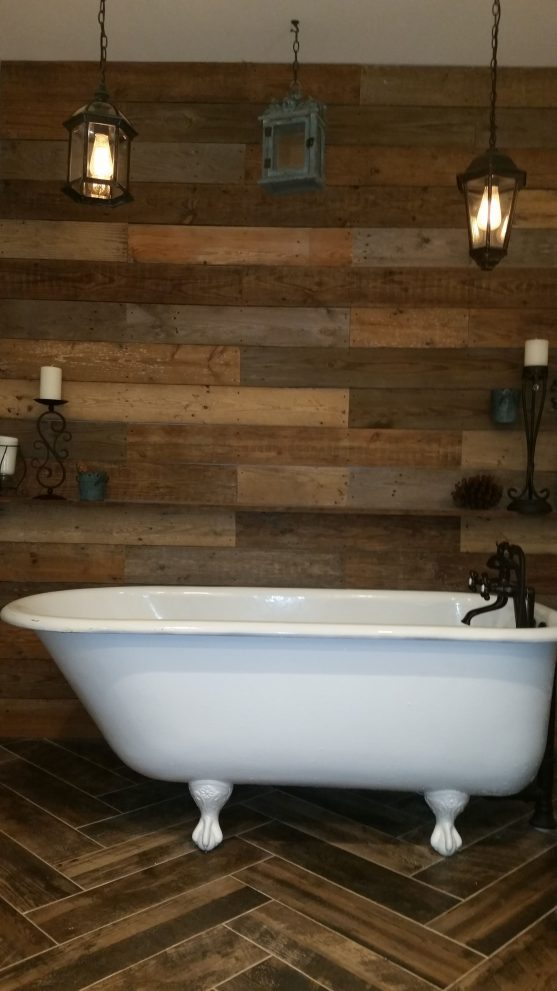 pallet wood wall clawfoot tub bathroom remodel countrustical