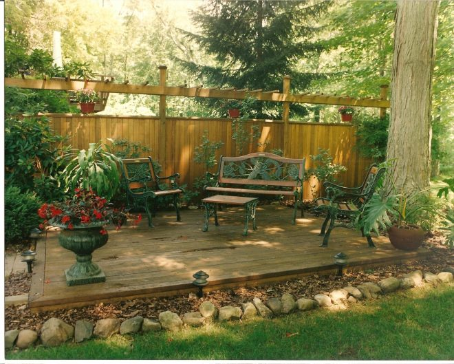 platform deck woodchip and rock border i am in love this